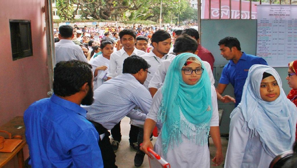 Online college admission seekers at the Dhaka Education Board office on Sunday - UNB.